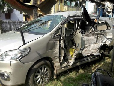 File image of the damaged vehicle of Myanmar Consul General in Kolkata Pyi Soe on Friday, after it collided with a truck in Giridih.