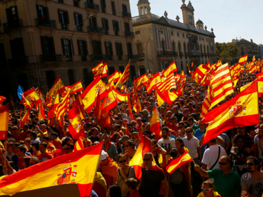 Hundreds of Thousands oppose independence from Spain in Barcelona, call themselves 'silent majority'