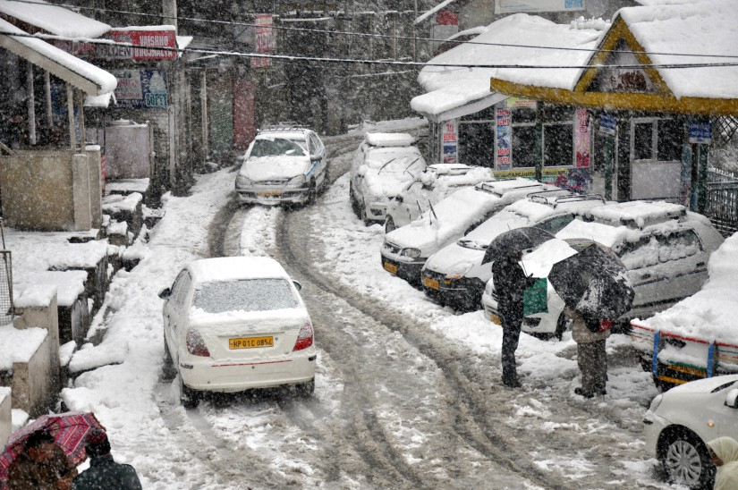 Snow-clad roads in Himachal during the winter. Getty Images