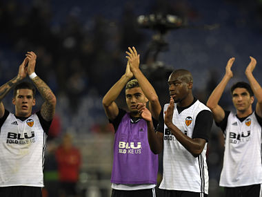 (L-R) Valencia's Spanish forward Santiago Mina Lorenzo, Valencia's Brazilian forward Andreas Pereira, Valencia's French midfielder Geoffrey Kondogbia and Valencia's Spanish midfielder Carlos Soler applaud at the end of the Spanish league football match RCD Espanyol vs Valencia CF at the RCDE Stadium in Cornella de Llobregat on November 19, 2017. / AFP PHOTO / LLUIS GENE