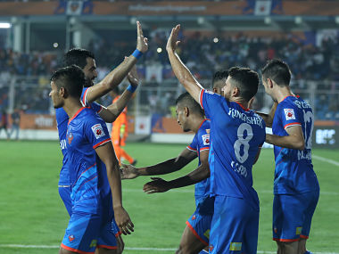 FC Goa team celebrates after the goal during match 12 of the Hero Indian Super League between FC Goa and Bengaluru FC held at the Jawaharlal Nehru Stadium, Goa, India on the 30th November 2017 Photo by: Sandeep Shetty / ISL / SPORTZPICS