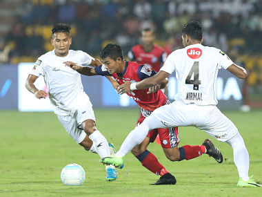 Jerry Mawhmingthanga of Jamshedpur FC fights for ball against NorthEast United FC players. ISL