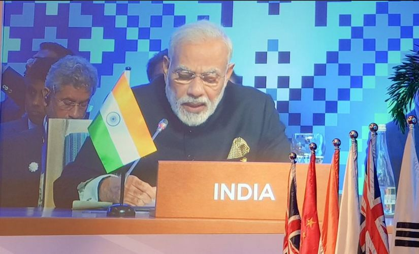 Narendra Modi giving his closing remark at East Asia Summit. Twitter/ @MEA_India