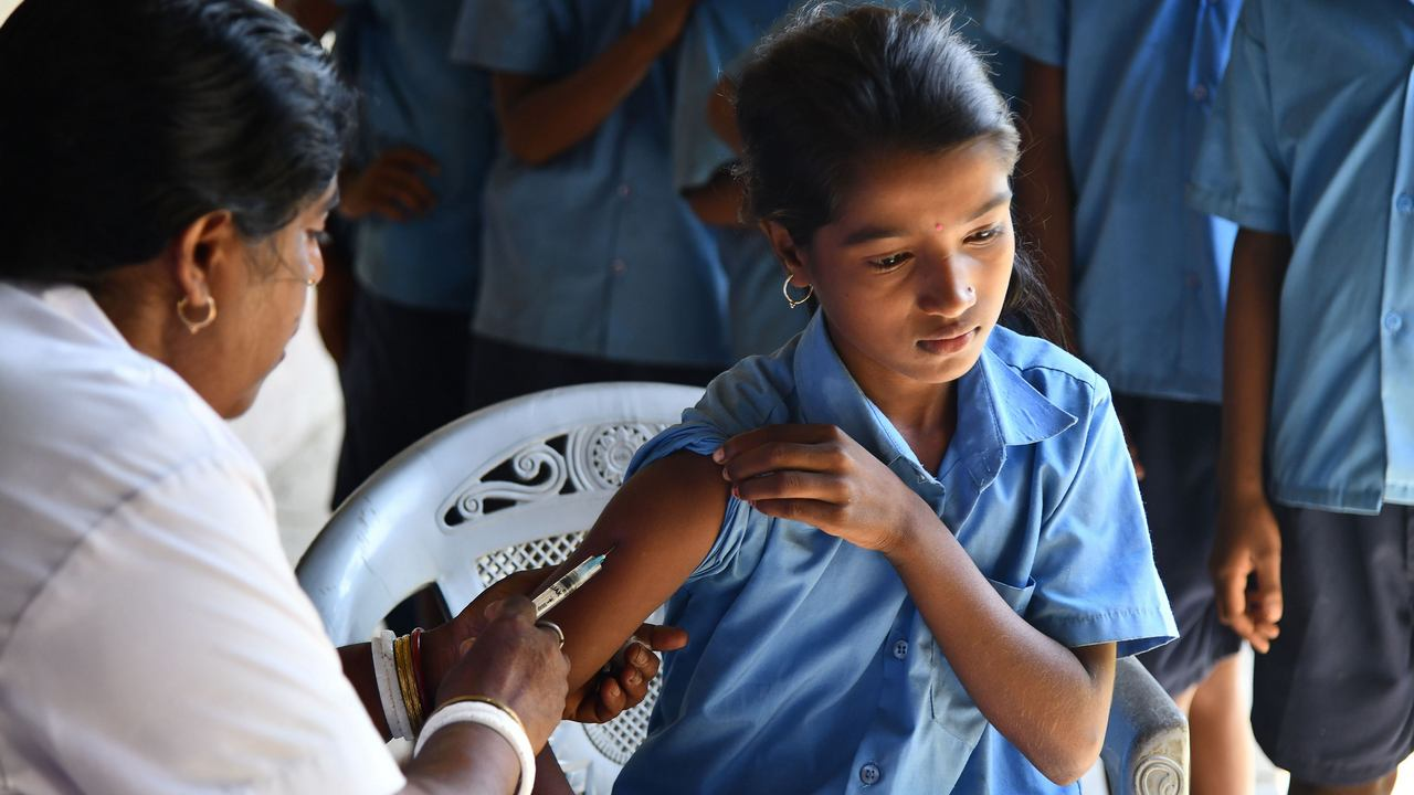 An India health worker injects a measles and rubella (MR) vaccine to a student at a government school at Hatibhangi village in Morigoan in Assam state on September 4, 2018. (Photo by Biju BORO / AFP)        (Photo credit should read BIJU BORO/AFP via Getty Images)
