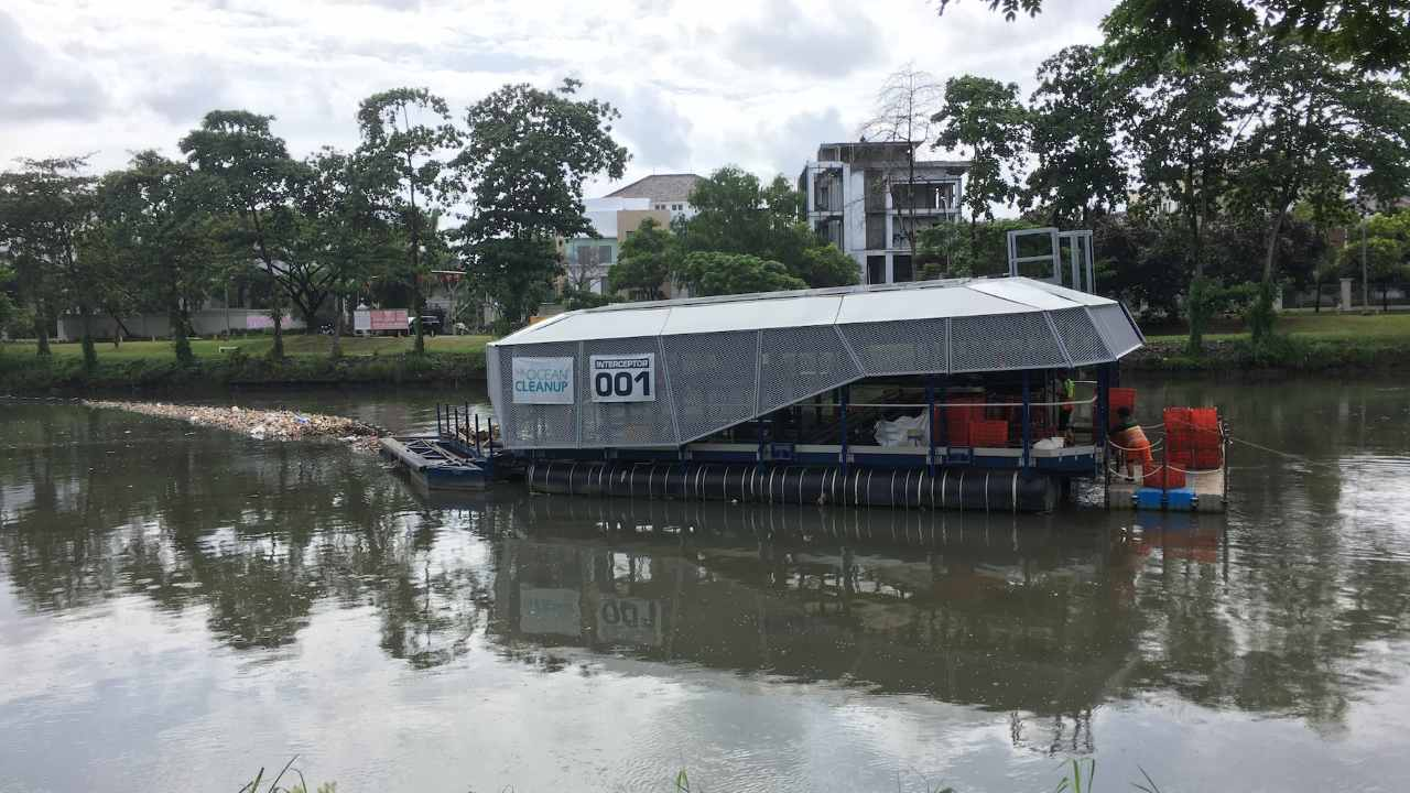 The Interceptor prototype at work in Cengkareng drain in Jakarta, Indonesia, in February, 2020. A heavy rain had clogged the device's intake with trash. Image by Basten Gokkon/Mongabay.