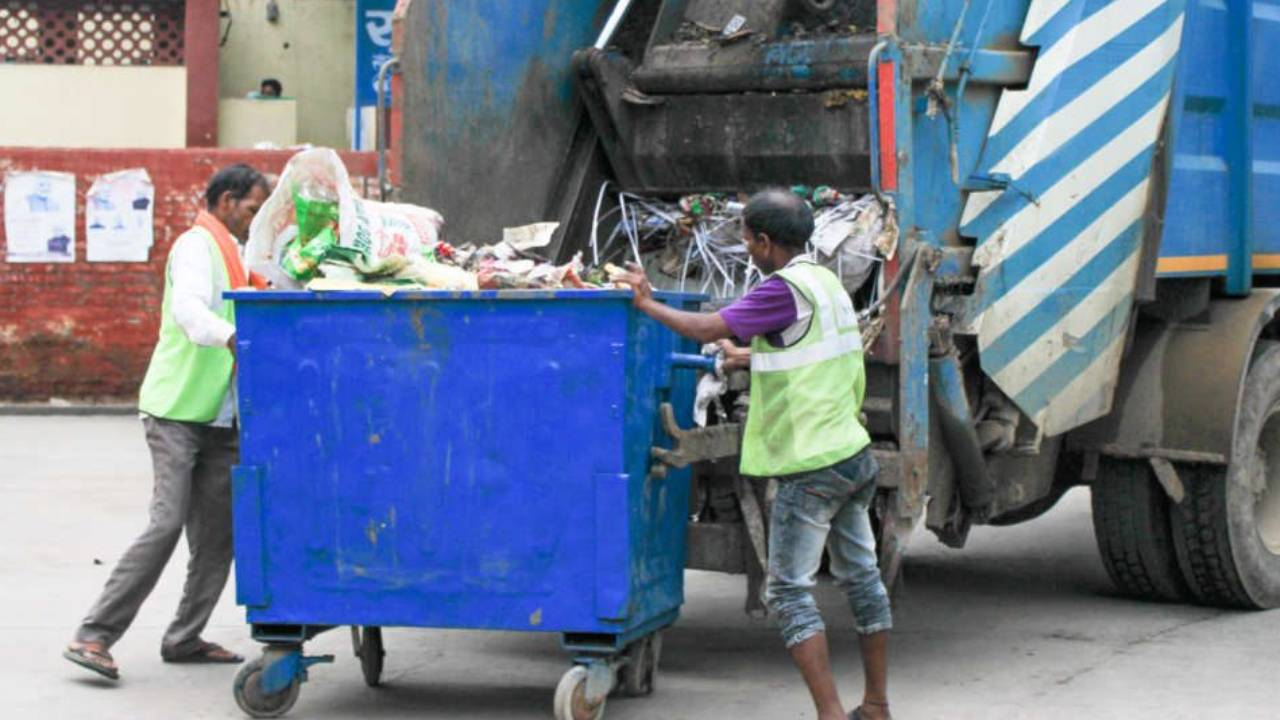 Sanitation workers and rag pickers are at risk from handling unmarked medical waste emerging from homes where COVID-19 patients are quarantined, medical experts and waste management specialists warned. Image credit: Rinku Dua