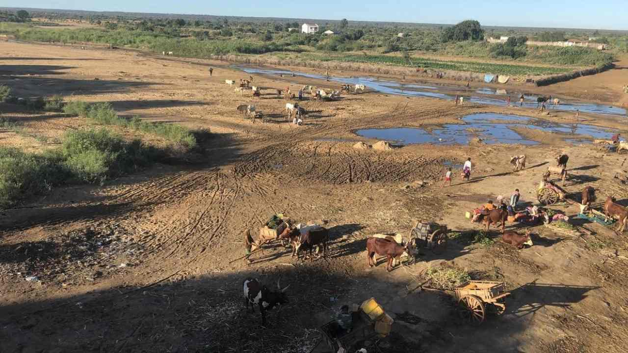 Dried up Mananbovo river in the town of Tsihombe, Southern Madagascar. Image: Laetitia Bezain/RFI